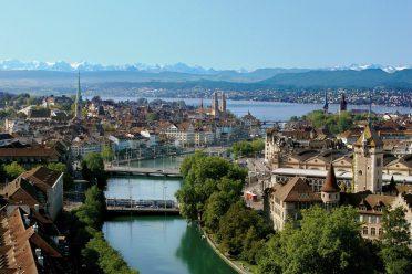 Ausblick auf die Stadt Zürich und den Zürichsee