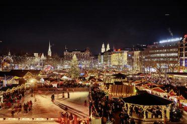 Weihnachtsmarkt Zürich mit glitzernden Marktständen
